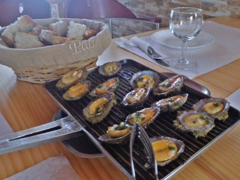 Lapas Grelhadas - Grilled Limpets (Photo: Diane Fontes/FeelPortugal.com)