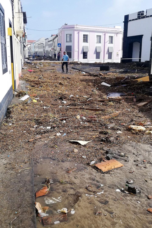 """Estragos provocados pelo furacão """"Lorenzo"""" em Porto Pim na Cidade da Horta, Ilha do Faial, Açores, 2 de outubro de 2019. Photo: TERESA CERQUEIRA/LUSA"""