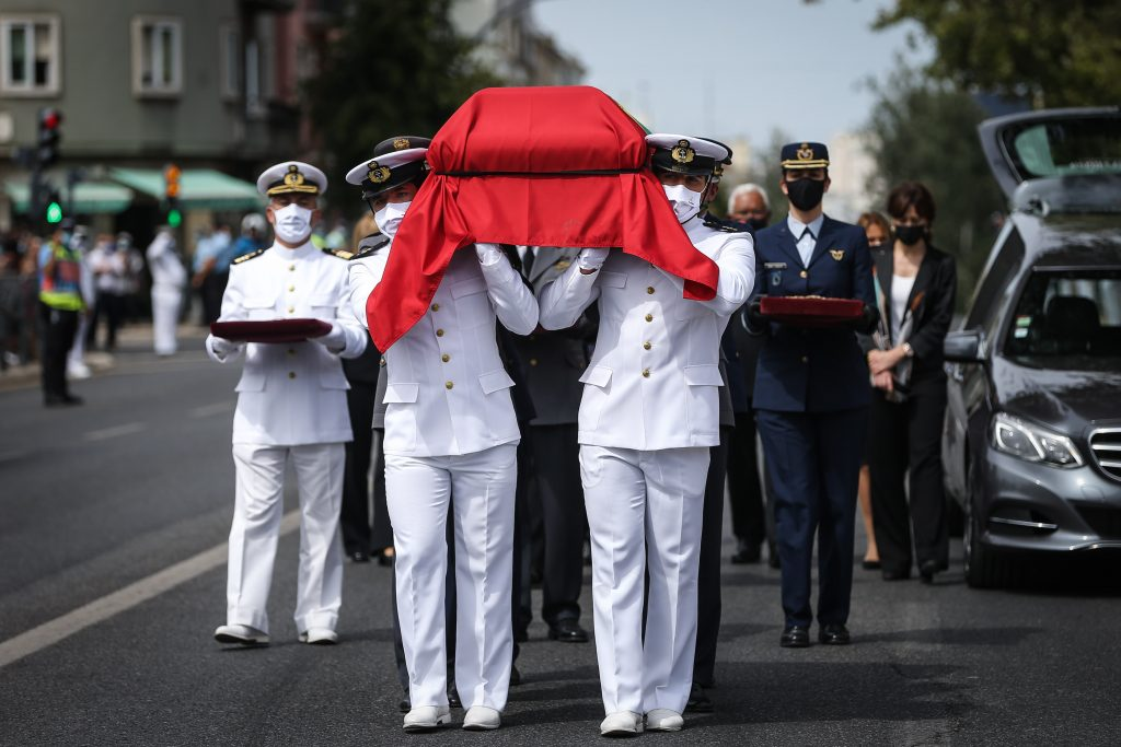 Guard of honor carries the urn during the funeral service for the late Portuguese President Jorge Sampaio at Alto de São João cemetery, Portugal, ANTUNES/LUSA