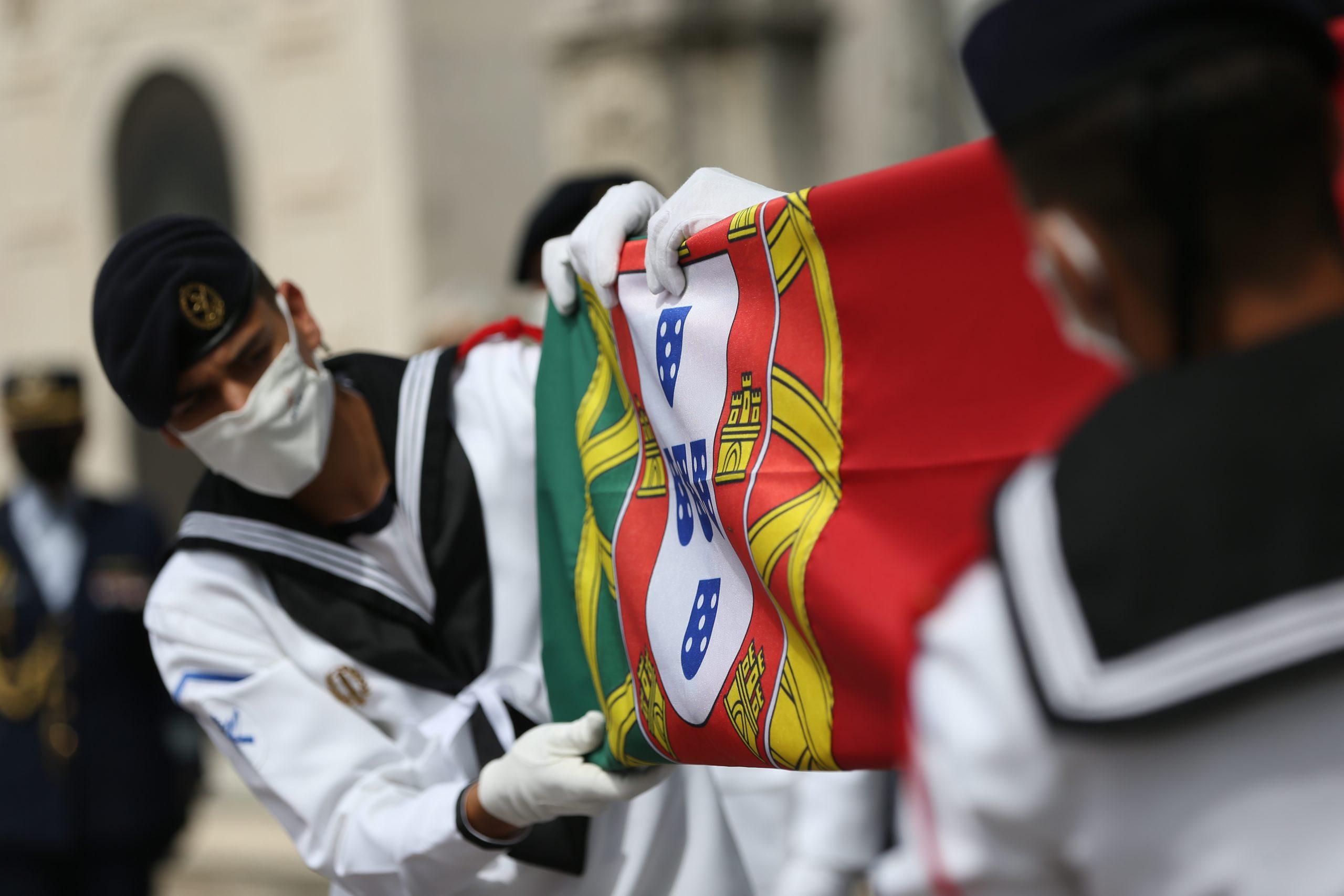 Guard of honour folding the national flag during the funeral service for the late Portuguese President Jorge Sampaio at Alto de São João cemetery RODRIGO ANTUNES/LUSA